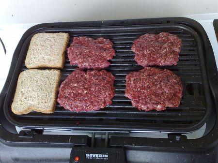 Hamburgers_à_la_Lindström_in_making_(2646002595)